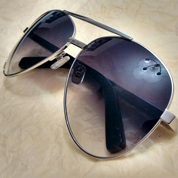 89d434479ed84 Louis Vuitton Pilote Aviator Sunglasses. M 5b56b470c89e1d18129b0024